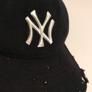 New Era Accessories - Shredded Vintage New York Yankees Fitted Hat 7 1/4